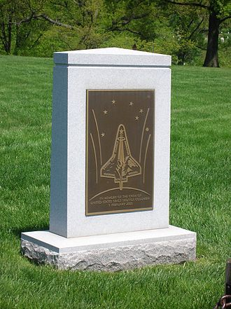 Space shuttle Columbia memorial Arlington.jpg