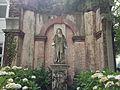 St Thomas' - Robert Clayton statue.jpg