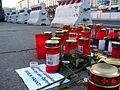 Striezelmarkt Dresden + Gedenken für Opfer des Anschlages auf einen Berliner Weihnachtsmarkt am 19. Dezember 2016 (3) - Betonblockschutz.jpg