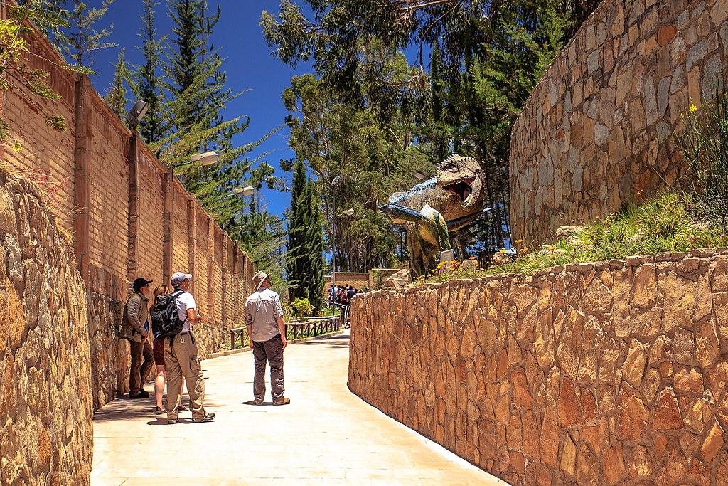 Sucre, Bolivia - a visit to the spectacular dinasaur footprints park - (24214022563).jpg