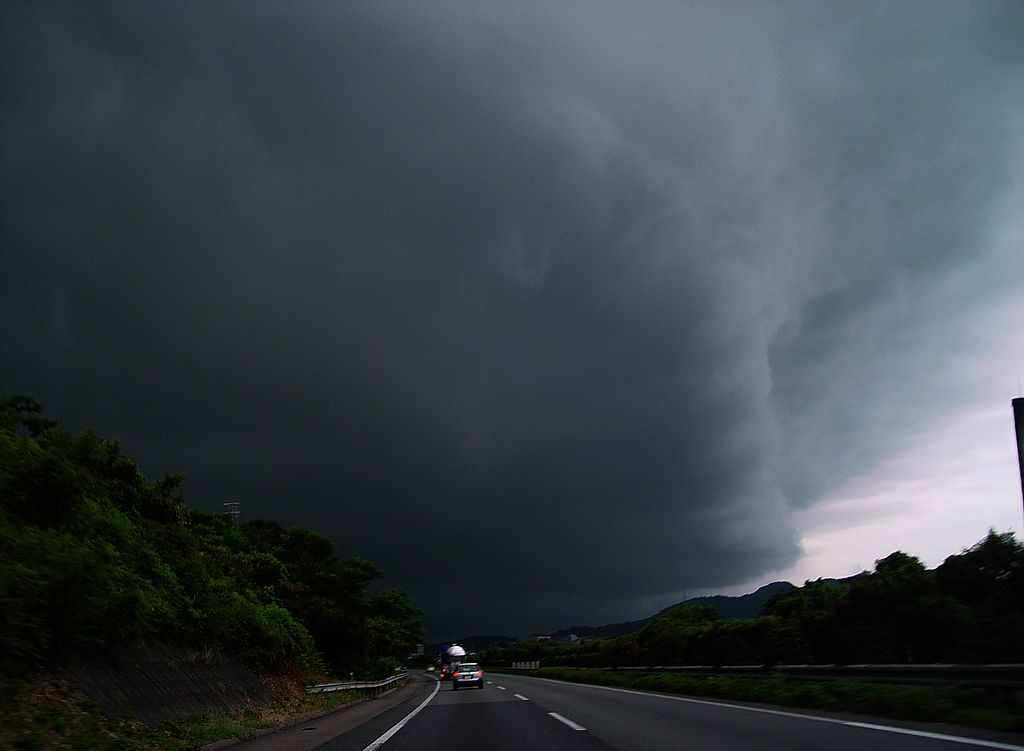 Supercell (wall cloud) 2006-8-27 18-16 巨大積乱雲との遭遇 - panoramio
