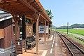 Tahara station platform.jpg