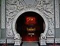 Taipeh Guandu Temple Haupthalle Durchgang.jpg