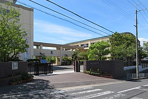 Takatsuki City Shibatani junior high school.jpg