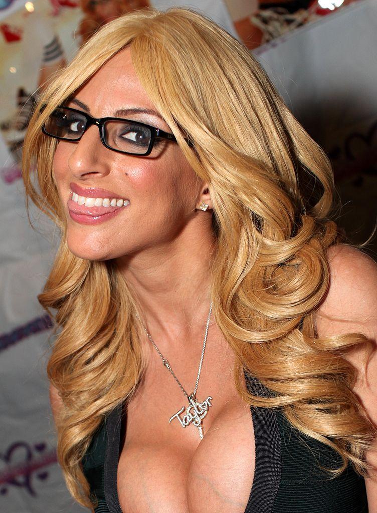 glasses Taylor stevens