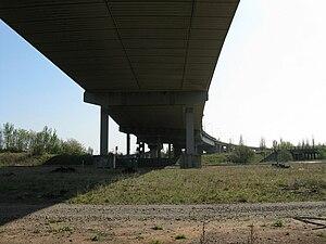 Tees Viaduct - Image: Tees viaduct southern piers 1024