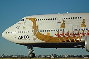 Thai Airways International Boeing 747-400 SYD Gilbert-2.jpg