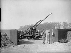 1st Anti-Aircraft Division (United Kingdom) - 3.7-inch gun in Richmond Park 1940