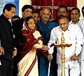The President, Smt. Pratibha Devisingh Patil lighting the lamp at the Bhoomipoojan ceremony of Charkop – Bandra - Mankhurd Metro Rail Project, in Mumbai on August 18, 2009.jpg