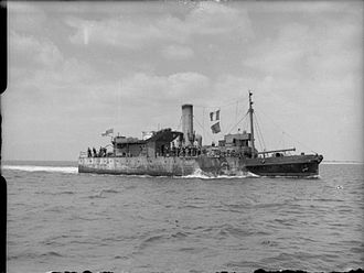 HMS Porcupine (G93) - The stern of Porcupine, later commissioned as HMS Pine, being towed into Portsmouth