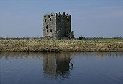 Threave Castle 20080422 - view from Dee.jpg