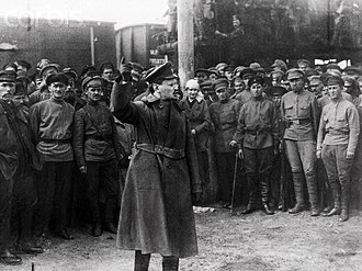 Leon Trotsky exhorting Red Army soldiers in the Polish-Soviet War Trotsky con la guardia roja.jpg