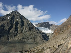 Tvillingsbreen-between-tvillingstinden-and-tafeltinden-from-skaidevarri.jpg