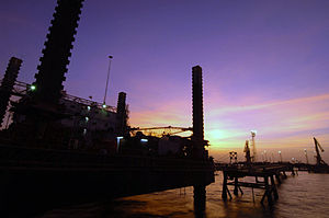 US Navy 050701-N-4309A-242 As the sun-sets over the Khawr Al Amaya Oil Terminal (KAAOT), another day passes safely under the watchful eye of masters-at-arms assigned to Mobile Security Detachment Two Five (MSD-25).jpg