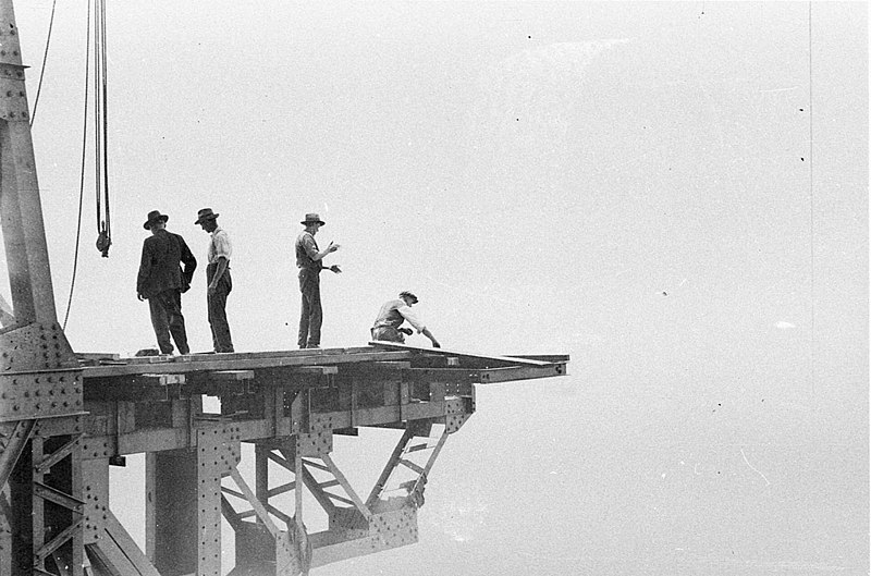File:Up there with the riggers (Sydney Harbour Bridge construction), c. 1930-1932, by Ted Hood (5938695174).jpg