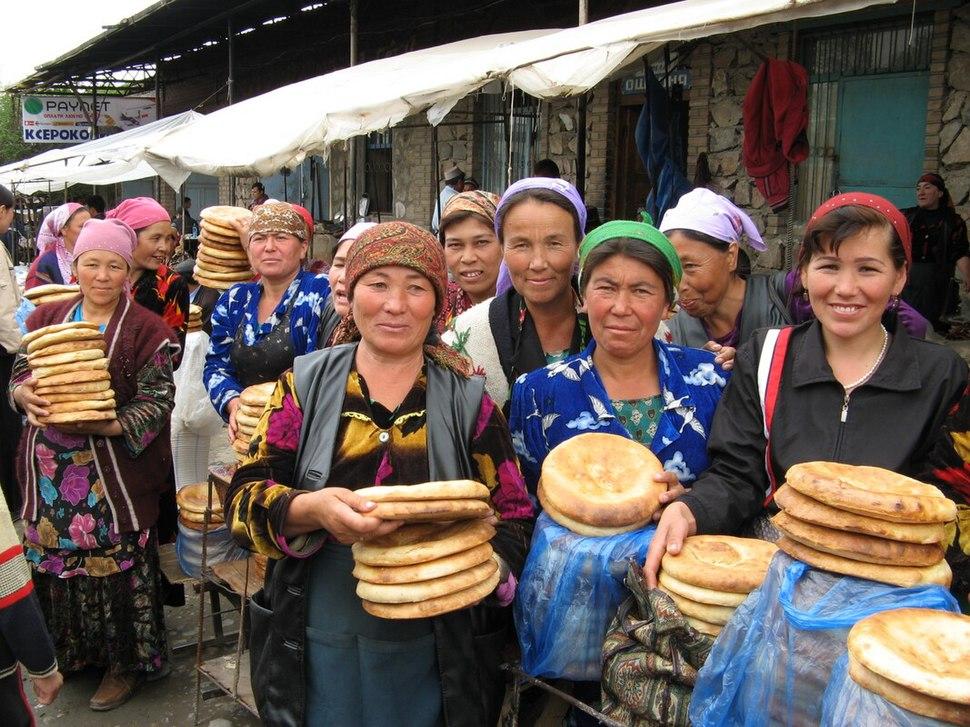 Urgut Sunday market bread sellers