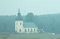 Västervåla kyrka i brandrök 4442.jpg