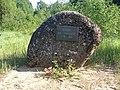 Vaivara kihelkonnakooli mälestuskivi Sinimägede lähedal, 21. juuli 2011.jpg