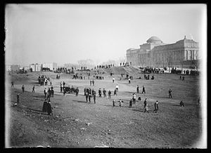 Eastern Parkway - View of Eastern Parkway looking toward the Brooklyn Museum, cellulose nitrate negative photograph by Eugene Wemlinger ca. 1903-1910 Brooklyn Museum