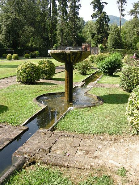 File:Villa reale di marlia, giardino spagnolo 03.JPG