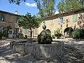 Villeneuvette fontaine place.jpg