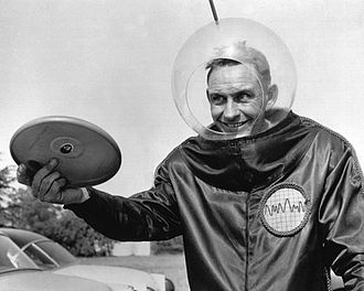 Walter Frederick Morrison - Walter Fredrick Morrison promoting his Pluto Platters, the forerunner of the Frisbee, in the 1950s