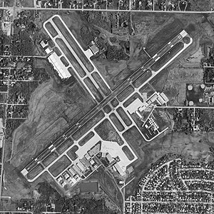 Waukegan National Airport - USGS aerial image - 17 April 1998