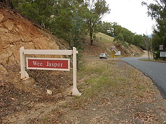 Wee Jasper, New South Wales - Image: Wee jasper town sign 2008