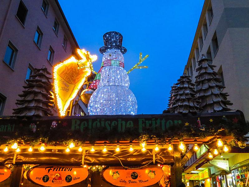 File:Weihnachtsmarkt Frankfurt 2014 (15465425344).jpg