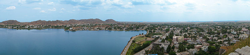 Wide panorama of Aam Talab Lake, Raichur.jpg