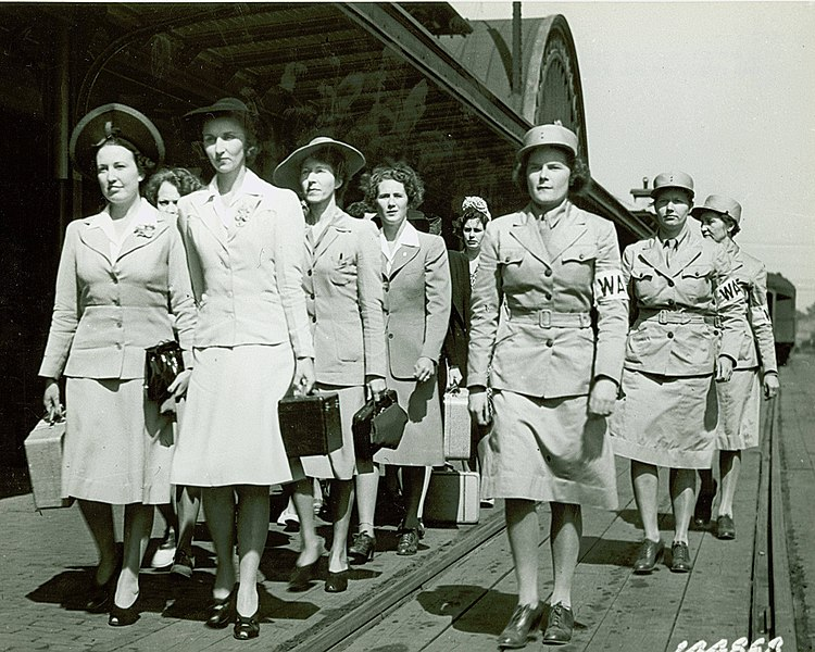File:Women's Army Auxiliary Corps recruits, at Fort Des Moines, Iowa, 1942 - U.S. Army.jpg