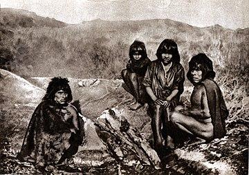 Grupo de yaganes en 1882.