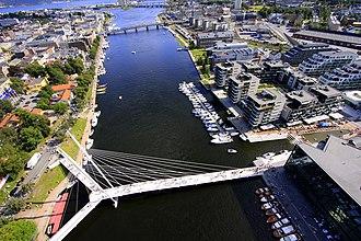 Drammenselva - Image: Ypsilon binder sammen Union Brygge med Bragernes