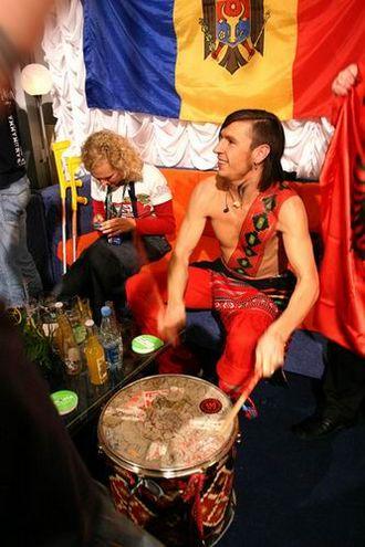 Zdob și Zdub - Vocalist Roman Iagupov rehearsing at the Eurovision Song Contest 2005 in Kiev