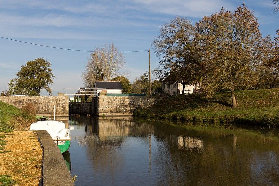Écluse du Bellion sur le canal de Nantes à Brest et sa maison éclusière.