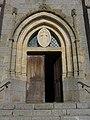 Églisolles - Portail église Saint-Hippolyte.jpg