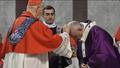 Đức Hồng Y Jozef Tomko, nguyên Tổng trưởng Bộ truyền giáo, có nhà thờ hiệu tòa là Đền thờ thánh nữ Sabina đã xức tro trên đầu Đức Giáo Hoàng.png