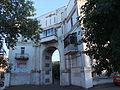 Арка дома по ул. Дзержинского 66.JPG