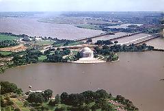 Вид на юг. Монумент Джефферсона, Потомак и аэропорт