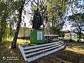 Пам'ятник 117 воїнам-односельчанам, загиблим на фронтах Великої Вітчизняної війни, Мальчівці 03.jpg