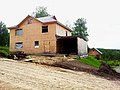 Строящийся дом в поселке УНИВЕРСИТЕТСКИЙ рядом с Академгородком Новосибирска 02.jpg