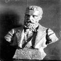 הרצל תיאודור צלום הפסל של הפסל פ. בער ( 1894) .-PHG-1002049.png