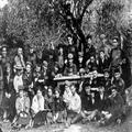 מבקרי בית התבשיל של הפועל הצעיר בירושלים (אנשי העלייה השנייה מרוסיה) 1907-8?-PHZPR-1251314.png