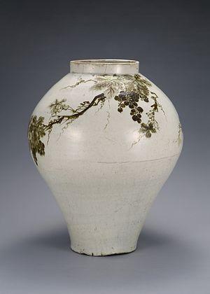 Joseon white porcelain - Image: 백자철화 포도문 항아리