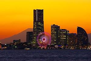みなとみらい21と富士山の夕景、神奈川県横浜市