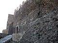 072 Castell de Montsoriu, portal d'entrada al castell i mur est.jpg