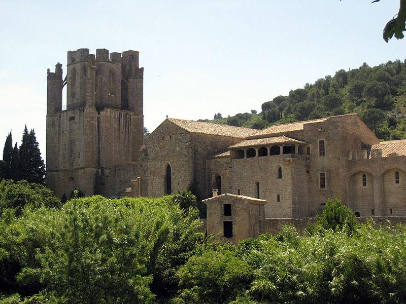 File:095 Abadia de Santa Maria, façana est, torre i església.jpg