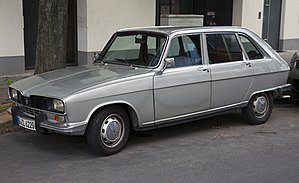 Renault 16 - Post-1975 Renault 16 TL, featuring the black plastic grille