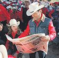 2006 reading newspaper 276396976.jpg