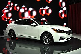 2017 Kia Cadenza (YG) - 2017 Canadian International Auto Show.jpg
